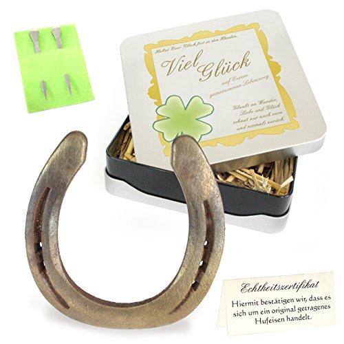 Echtes getragenes Glückshufeisen mit Widmung: Viel Glück auf Eurem gemeinsamen Lebensweg, inklusive Echtheitszertifikat und 2 echten Hufnägeln, in edler Designbox